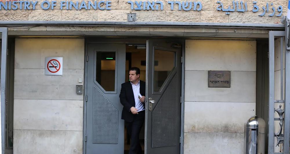 النائب أيمن عودة في وزارة المالية