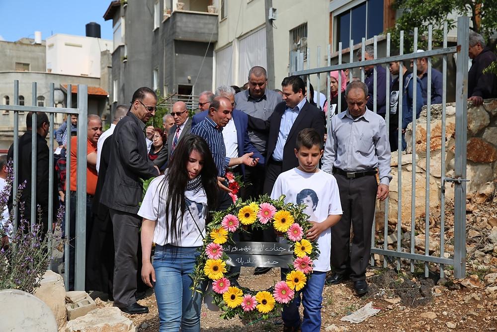 النائب عودة يشارك بوضع اكاليل الزهور على اضرحة شهداء يوم الارض الخالد في سخنين