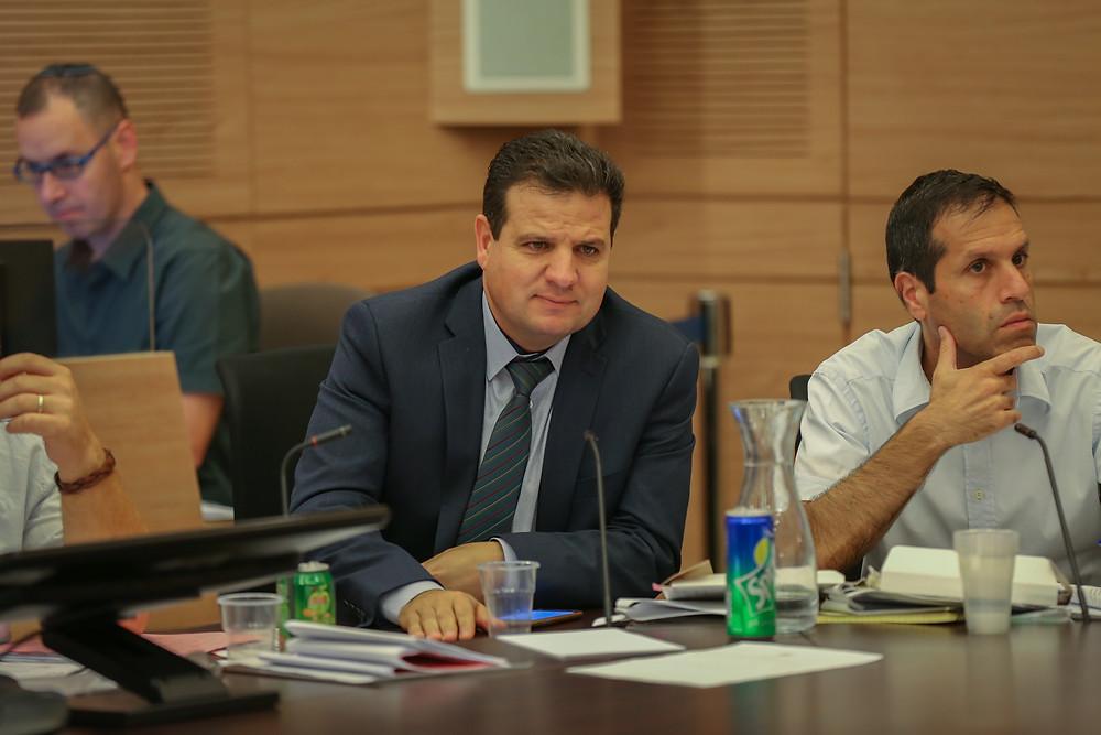 النائب عودة يدعو لعقد جلسة في لجنة التعليم اثر فصل الطلاب العرب عن اليهود في كلية اونو