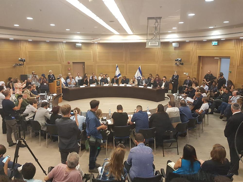 مشاركة واسعة وغير مسبوقة في مؤتمر يدعي لإنهاء الاحتلال رغم التحريض