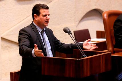 النائب أيمن عودة رئيس القائمة المشتركة اثناء خطابه في الكنيست