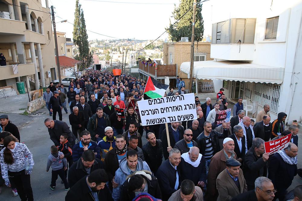 النائب أيمن عودة يشارك في مسيرة قلنسوة بعد احداث ام الحيران