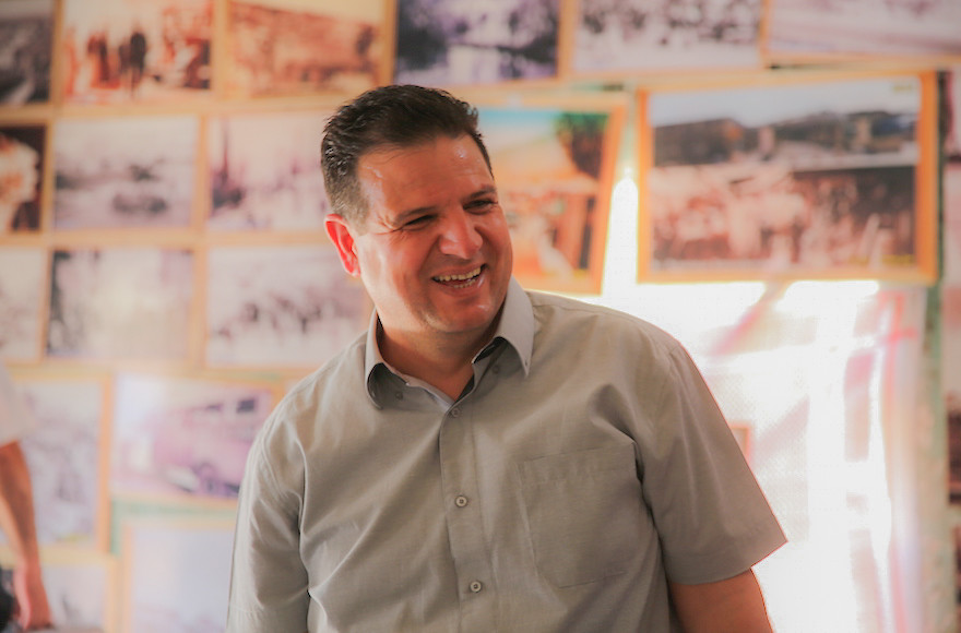 وزير الأمن الداخلي يحرّض على النائب عودة لزيارته الأسير مروان البرغوثي