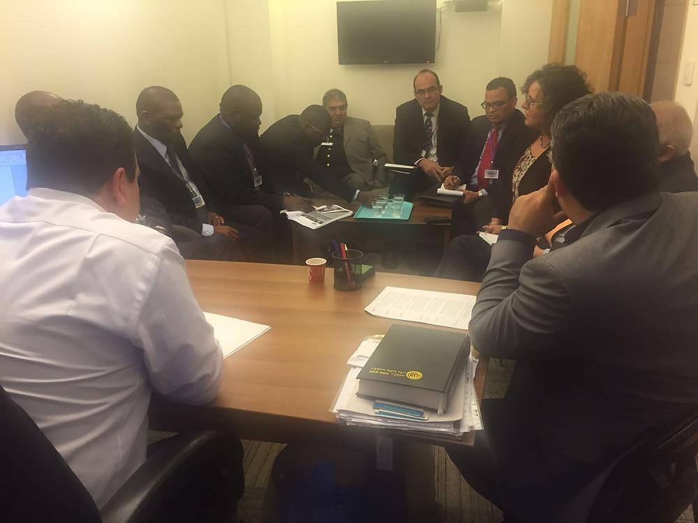 النائب عودة يجتمع مع وفد دبلوماسي من جنوب افريقيا