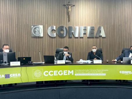 Engenheiros de Minas coordenam a reunião da CCEGEM no CONFEA em Brasília.