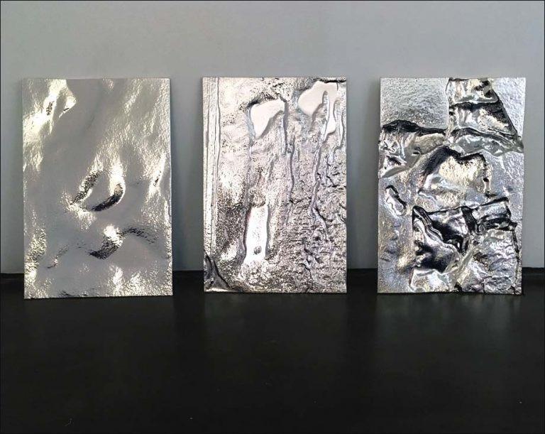 Philippe Daney, triptyque Le sens de la vie, 2018. Verre fusing argenté au verso. L.30 cm, H.60 cm (x3). Pièce unique.Courtesy of Granville Gallery.