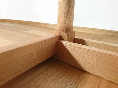 ちゃぶ台の起こし桟やつなぎ材は、長年の使用に耐えられるよう、硬いタモを使用しています。