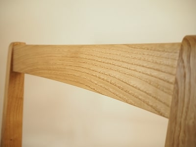 笠木の木目は山型になるよう、材料を吟味しています。