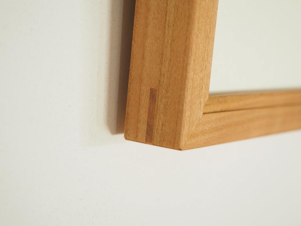 角には千切りと呼ばれる薄板を差し込んで補強しています