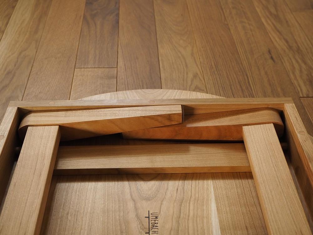 脚は、幕板内にぴったり納まります。