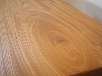 力強い木目の欅一枚板