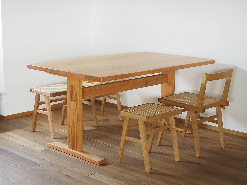 4人がけのダイニングテーブル