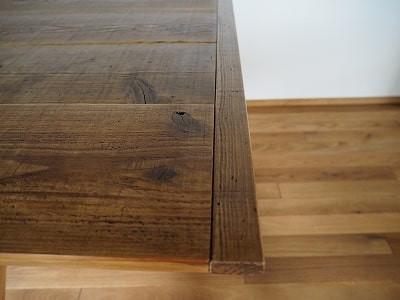 天板に端嵌めを施しました。板の反りを防ぎ、強度を増すことが出来ます。