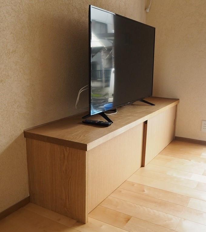 クリの一枚板を天板に使ったテレビ台