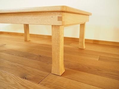 照脚(反り脚)のちゃぶ台。日本の伝統的なデザインです。