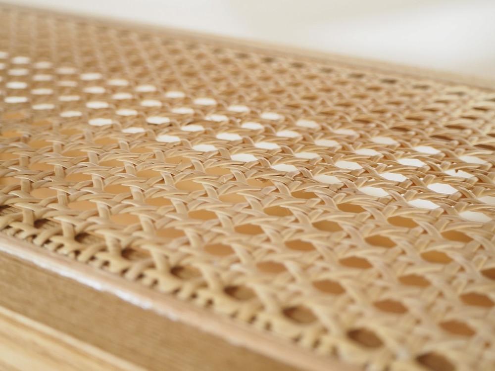 カゴメ編みの籐を張った棚板