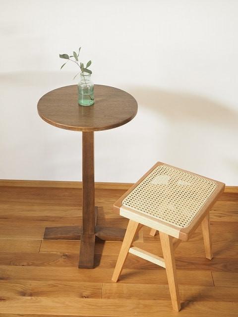 カフェテーブルとしてだけでなく、サイドテーブルや、飾り台にもなります