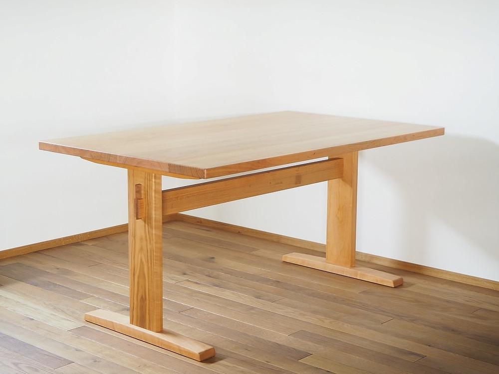 山桜(ヤマザクラ)で製作した、4人がけダイニングテーブル