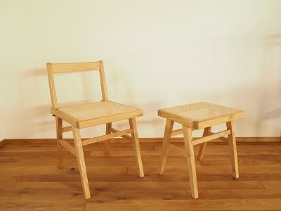 ラタン(籐張り)座面の椅子とスツールです。