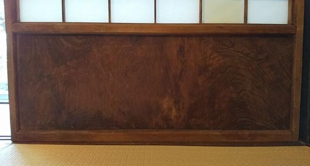 建具の鏡板です。これを利用して豆ちゃぶ台を作りました。