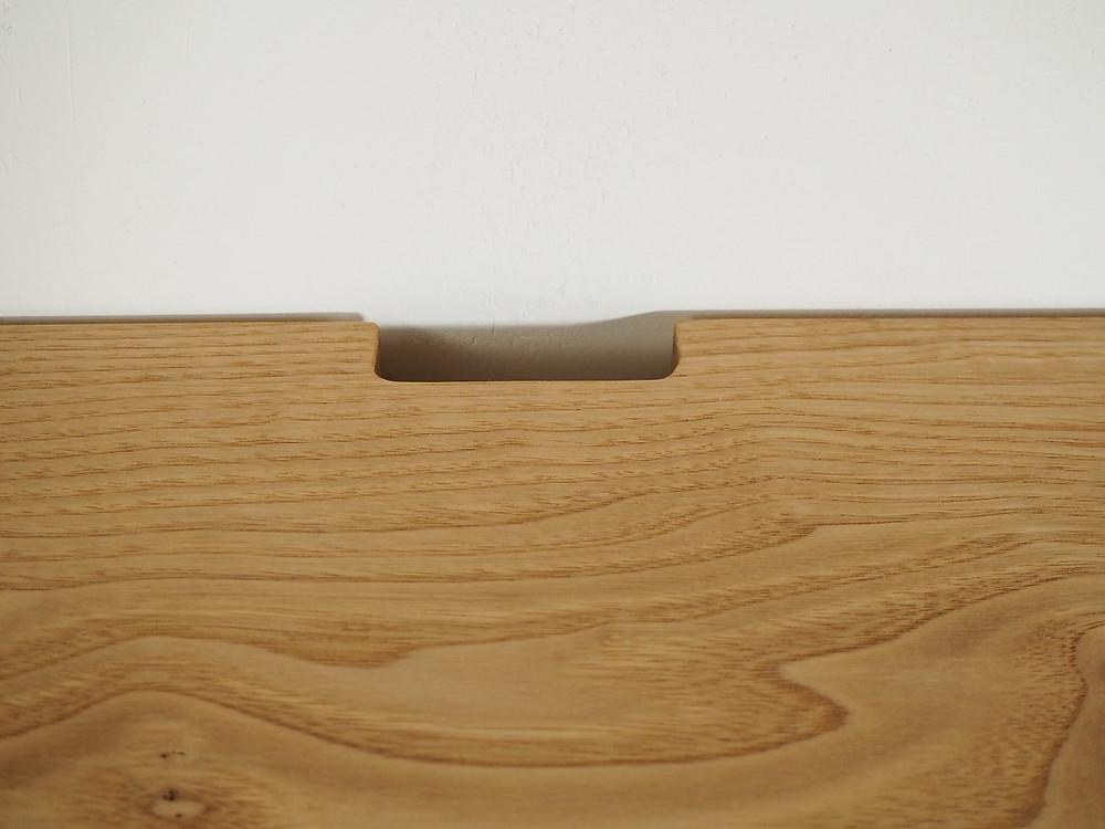 テレビ台天板の配線孔
