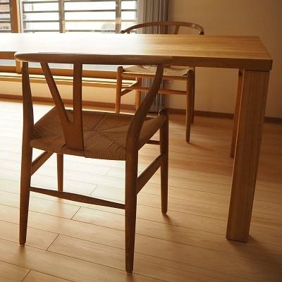 以前からお使いのYチェアと山桜のテーブル