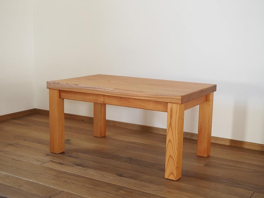 欅の一枚板でローテーブルを製作しました