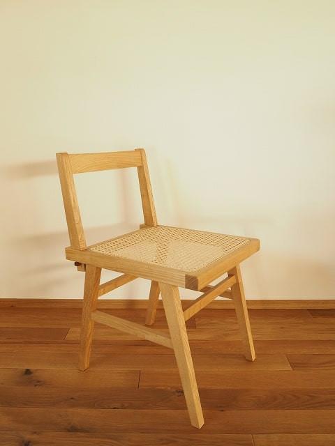 国産の栗材と籐(ラタン)を組み合わせた新作の椅子です。