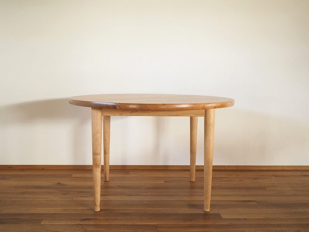 国産のオニグルミで作った、直径1200mmの丸テーブル