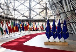THE TUSSLE BETWEEN INTERNATIONAL INVESTMENT LAW AND EU INVESTMENT LAW – END OF  INTRA  EU BITS?