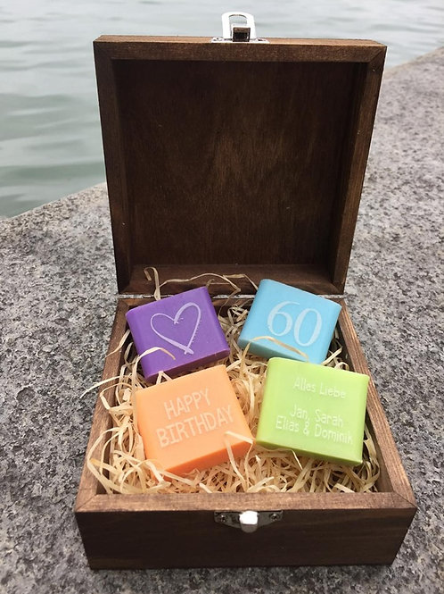 Personalisierte Seifenbox mit 4 Original Seifen aus Marseille