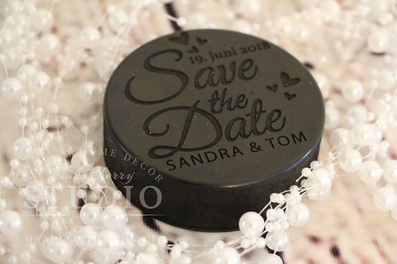Gravierter Hockey Puck - Save the Date