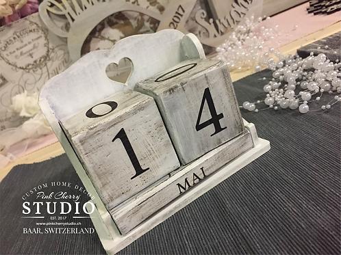 Datum / Kalender Würfel aus Holz mit Gravur