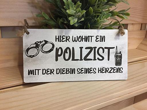 HIER WOHNT EIN POLIZIST - Graviertes Holzschild