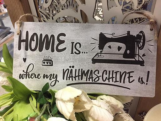 Home is where my Nähmaschine is - Graviertes Holzschild