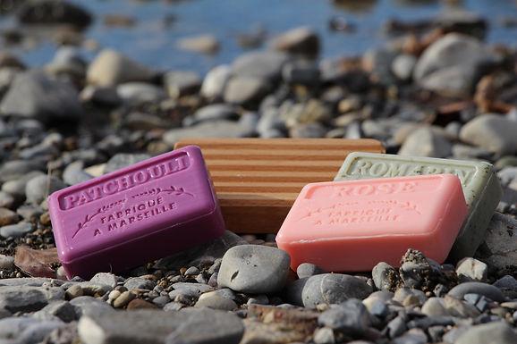 Seifenschale aus Holz - Basic inkl 3 Marseille Seifen 125 g