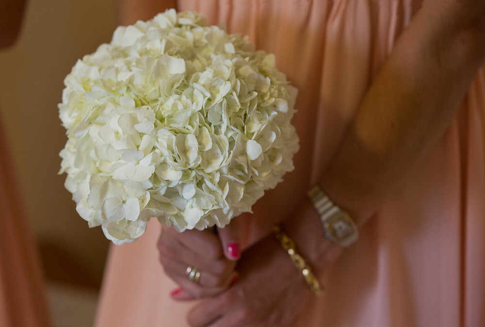 A stuning bridesmaid bouquet is lovely for us videographers!
