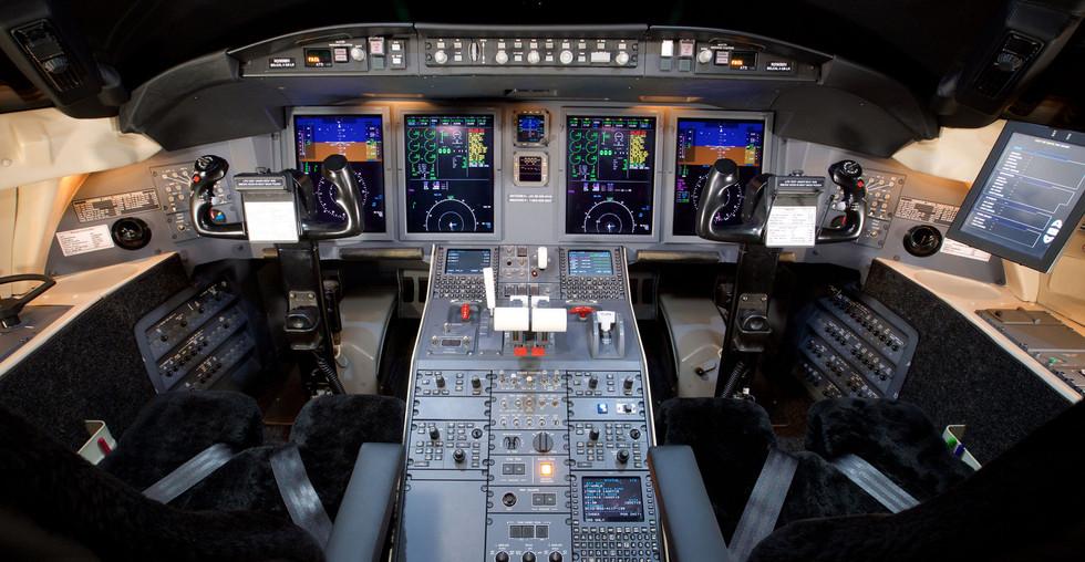 CL605 Cockpit HiRez.jpg