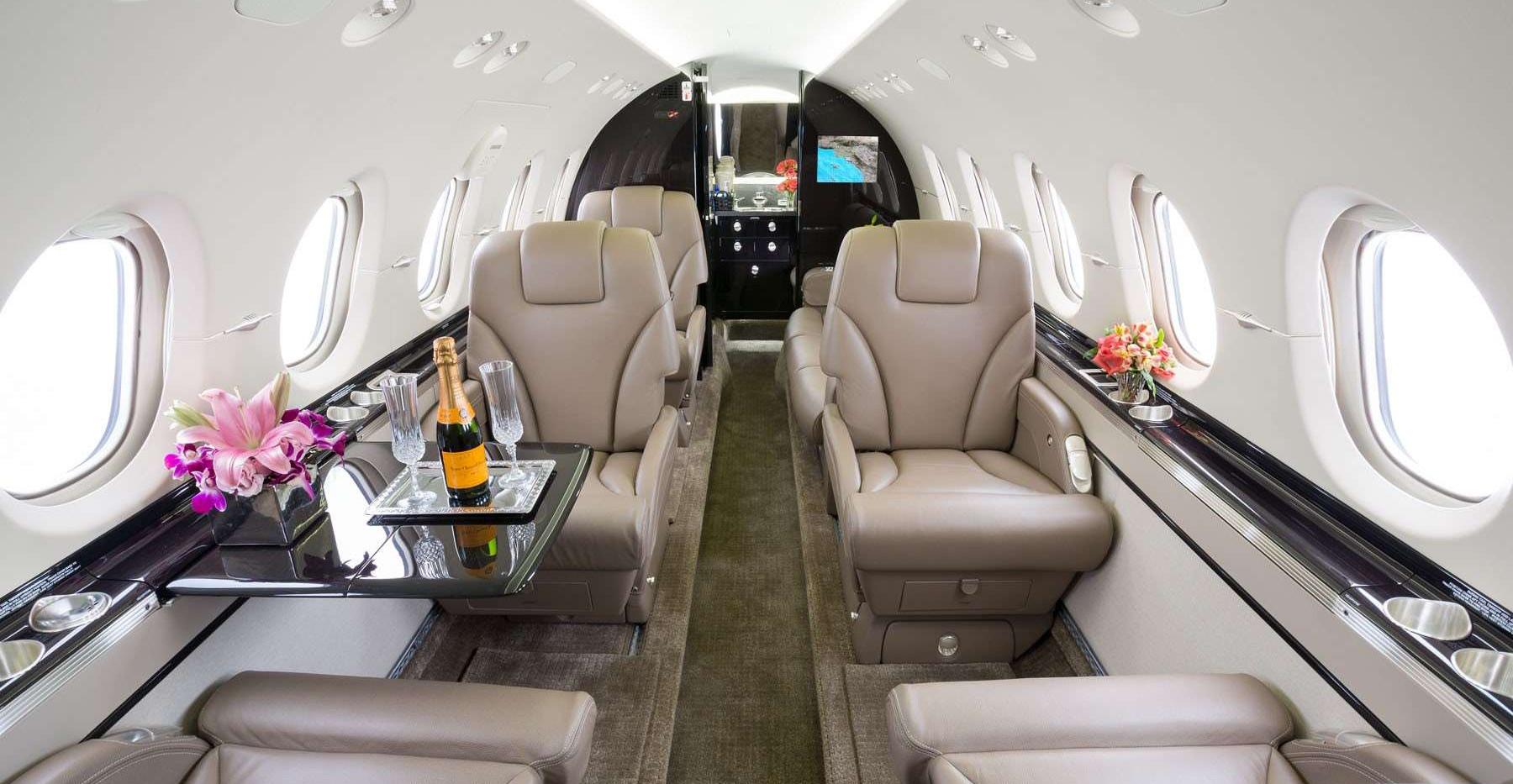 N900LD 2012 Hawker 900XP Cabin.jpg