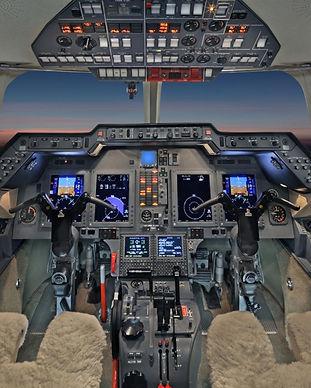 Hawker-900XP-Flight-Deck.jpg