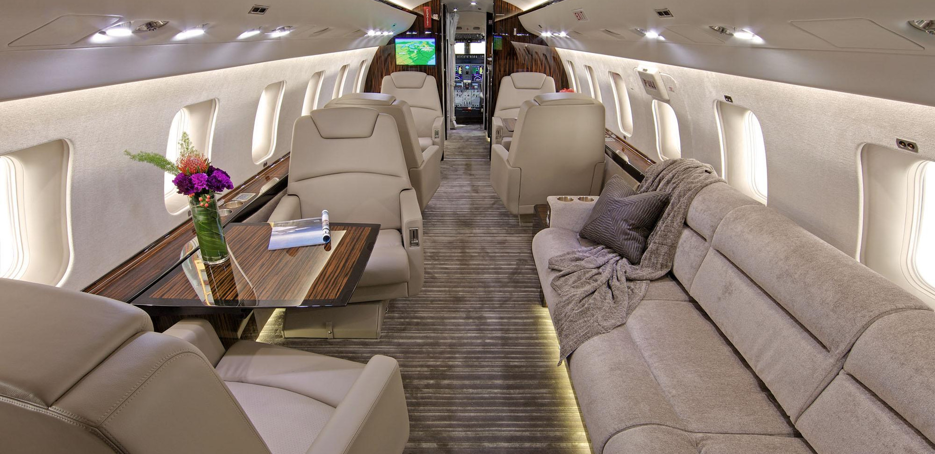 CL 605 Cabin Front 2.jpg