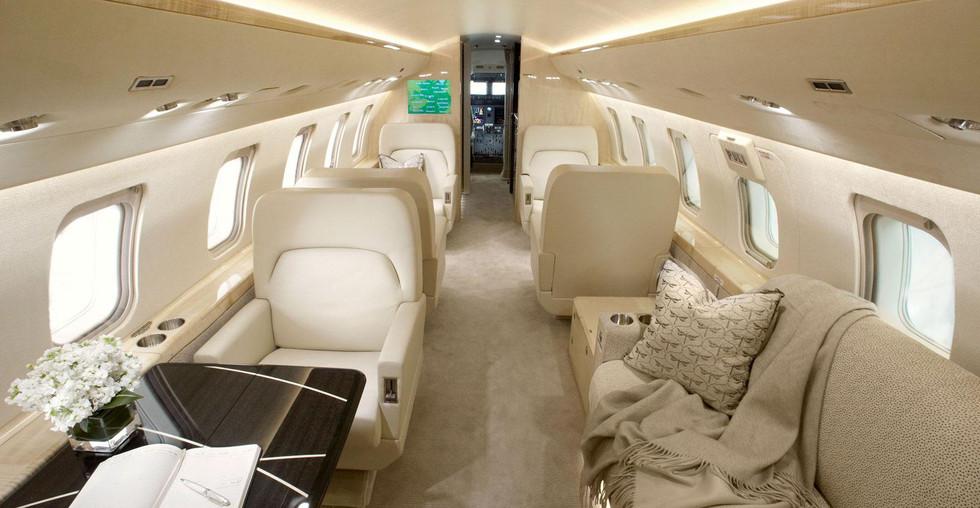 CL 605 CabinFwd.jpg