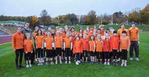 """Provinzial sorgt für """"schnelle Beine"""" – Triathlon-Kids freuen sich über neue Laufhosen!"""