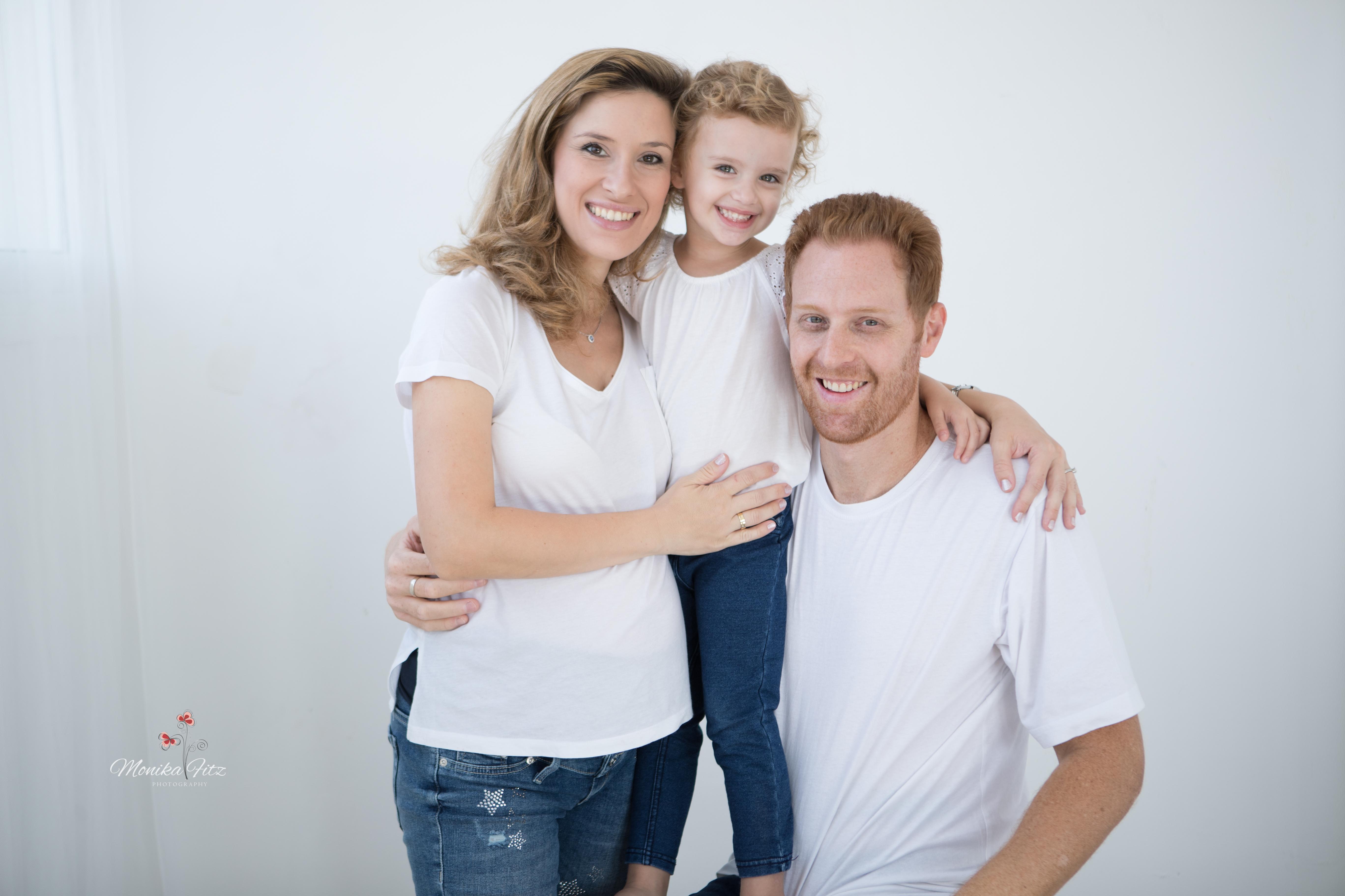 צילום משפחה בסטודיו בתאורה טבעית