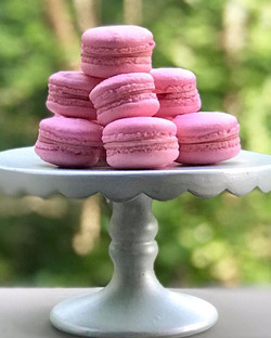 Raspberry macaroons: Indiana Wedding