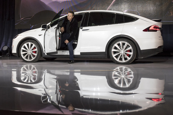 Tesla hopes cars will drive themselves cross-country by 2018