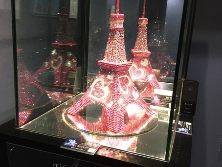 東京タワーのSNS映えスポット「アナザー・ダイヤモンド・ヴェール」。クリスマスはハープとヴァイオリンの癒しの二重奏が包みこみます。
