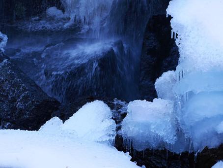 猛暑の日々を癒やす美しい氷の世界を4K映像で体感!