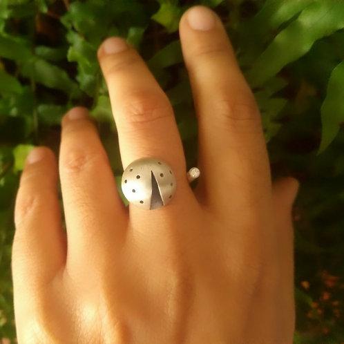 Anel Besouro com Diamante