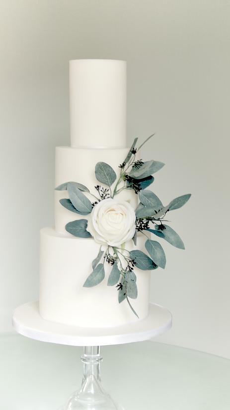 Simplistic Elegance Wedding Cake